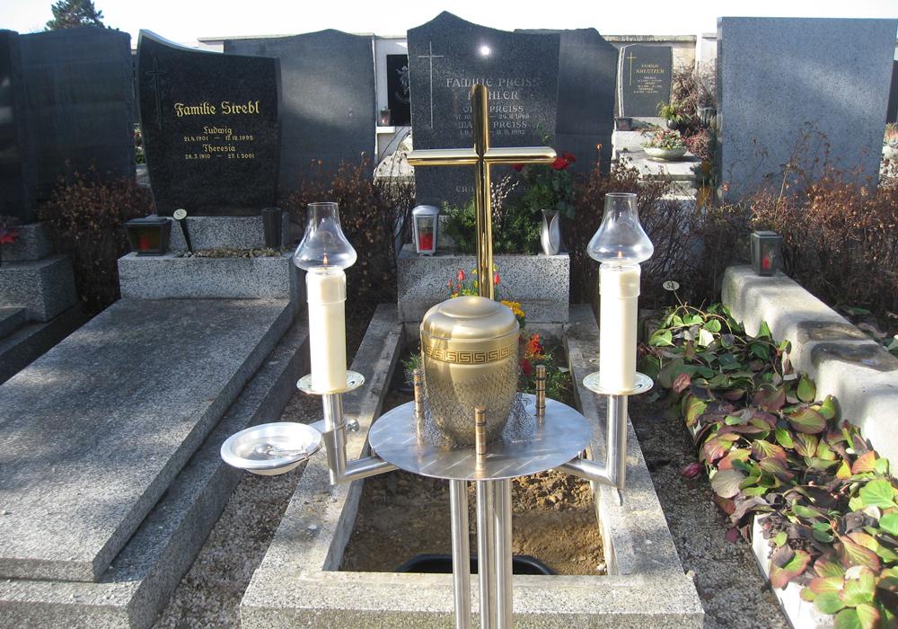 Urnenbeisetzung Bestattung Pernold